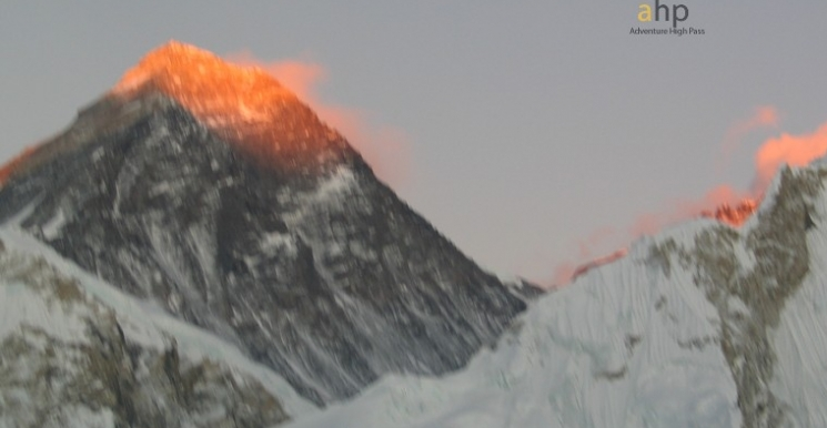 Sunrise at Everest from Gokyo Ri